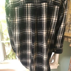 Madewell Tops - Madewell black plaid button down flannel shirt